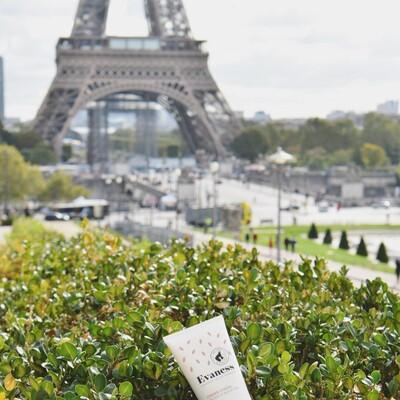 Clap de fin pour notre séjour à Paris 😊 Et on a pas pu s'empêcher de trouver un bout de nature pour observer la Dame de Fer, histoire de se poser un peu et de se repasser en tête toutes les belles images de ce week-end de folie 😍  Ce n'est que le début, on se retrouve dans un mois au salon du MIF Expo (porte de Versailles) 😉 et croyez-moi d'ici là de belles surprises sont à venir…. Hâte de pouvoir les partager avec vous ! 🥰 . . . . #paris #evaness #cosmetiquenaturelle #mifexpo #laitanesse #aveyron #cremelaitanesse #toureiffel #laitdanesse #madeinfrance #evanesscosmetique
